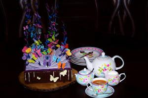 Hintergrundbilder Stillleben Torte Kaffee Schmetterlinge Design Tasse Teller Schwarzer Hintergrund Lebensmittel