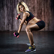 Hintergrundbilder Fitness Blond Mädchen Bein Turnschuh Hantel Mädchens Sport