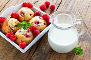 Fotos Himbeeren Milch Muffin Kanne