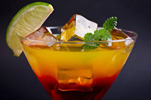 Pictures Mixed drink Closeup Drinks Mojito Stemware Ice Food