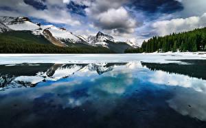 Hintergrundbilder Gebirge Landschaftsfotografie See Kanada Jasper park Maligne Lake Alberta