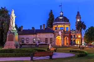 Hintergrundbilder Australien Gebäude Denkmal Rasen Bank (Möbel) Nacht Straßenlaterne Rosalind Park Bendigo Städte