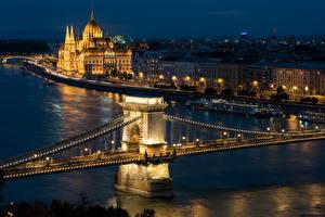 Fotos Budapest Ungarn Gebäude Flusse Brücken Nacht Städte