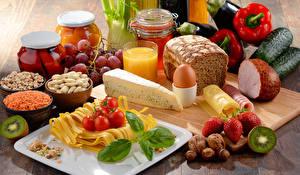 Wallpapers Still-life Bread Ham Cheese Vegetables Juice Nuts Strawberry Kiwifruit Jar Egg Pasta Food