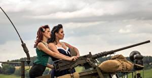 Bilder Maschinengewehr Zwei junge frau Heer