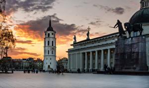 Bakgrunnsbilder Litauen Tempel Monument Kveld Vilnius Katedral Et torg Cathedral Square