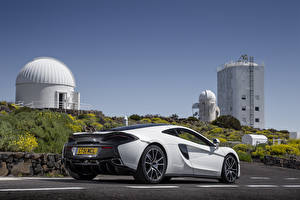 Pictures McLaren White Back view 570GT Cars