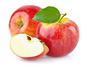 Fotos Äpfel Nahaufnahme Blattwerk Weißer hintergrund Lebensmittel