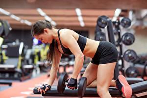 Hintergrundbilder Fitness Hantel Turnhalle Körperliche Aktivität Mädchens