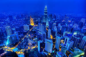 Hintergrundbilder Malaysia Gebäude Wolkenkratzer Megalopolis Nacht Von oben Kuala Lumpur Städte