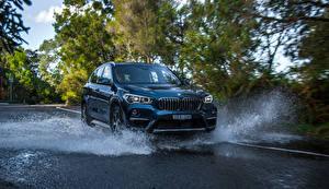 Desktop hintergrundbilder BMW Metallisch Wasser spritzt 2016 X1 sDrive20i xLine auto