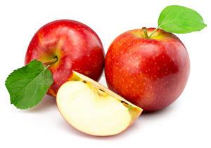 Fotos Äpfel Großansicht Rot Blatt Weißer hintergrund Lebensmittel