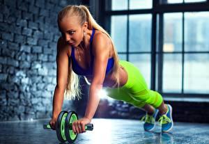 Fotos Fitness Hand Trainieren Mädchens