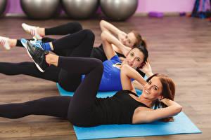 Fotos Fitness Bein Drei 3 Trainieren Dehnübungen Schön Mädchens