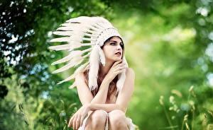 Fotos Federn Indianer Sitzend Mädchens
