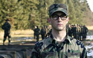 Bureaubladachtergronden Mannen Joseph Gordon-Levitt Baseballpet Bril Camouflage Snowden Films Militair