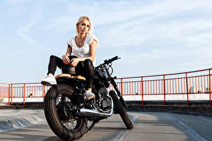 Picture Blonde girl Motorcyclist Sit Girls Motorcycles