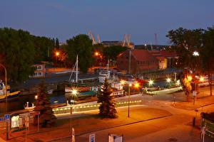 Bilder Litauen Haus Fluss Seebrücke Nacht Straßenlaterne Stadtstraße Klaipeda Städte