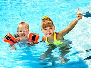 Wallpapers Water Little girls 2 Swimming bath Smile Children