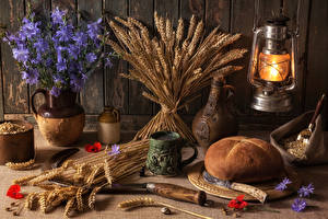 Fotos Stillleben Brot Petroleumlampe Lampe Ähre Vase Lebensmittel