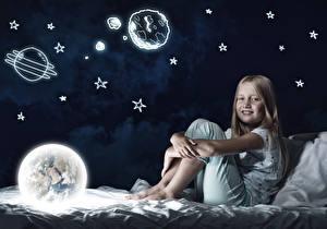 Fotos Stern Kleine Mädchen Bett Nacht Globus Dunkelbraun Kinder