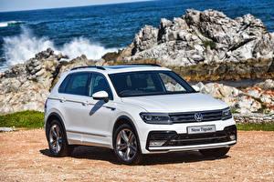Bilder Volkswagen Weiß 2016 Tiguan R-Line auto