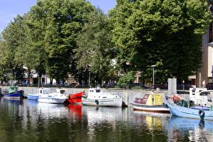 Bakgrunnsbilder Litauen Småbåthavnen Passbåt Trær Klaipeda