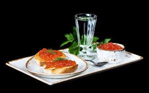 Hintergrundbilder Stillleben Wodka Butterbrot Kaviar Schwarzer Hintergrund Dubbeglas Teller Lebensmittel