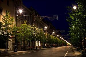 Bakgrunnsbilder Litauen Bygninger Veier Vilnius Gate Natt Gatelykter byen