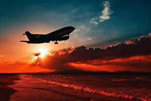 Bilder Flugzeuge Verkehrsflugzeug Sonnenaufgänge und Sonnenuntergänge Küste Wolke Flug Silhouetten Luftfahrt