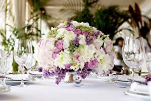 Fotos Sträuße Rosen Freesie Flieder Blumen