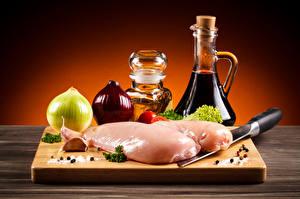 Bilder Stillleben Fleischwaren Zwiebel Knoblauch Hühnerfleisch Flaschen