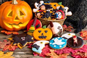 Pictures Holidays Halloween Pastry Pumpkin Cookies Design Leaf Food