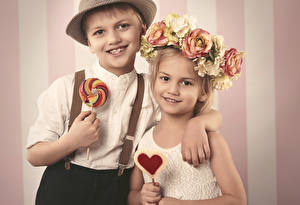 Pictures Love Confectionery Boys Little girls 2 Smile child