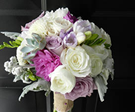 Bilder Sträuße Rosen Freesien Pfingstrosen Blumen