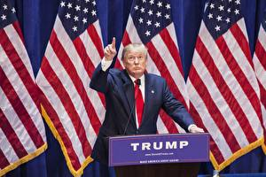 Sfondi desktop Uomini Stati uniti Donald Trump Bandiera Abito completo da uomo Presidente Celebrità
