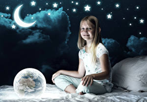 Hintergrundbilder Stern Mondsichel Kleine Mädchen Nacht Mond Lächeln Erde Bett Kinder