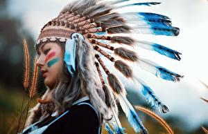 Bilder Federn Warbonnet Indianer Schön Mädchens