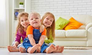 Fotos Junge Kleine Mädchen Drei 3 Lächeln Sitzend kind