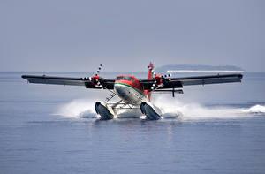 Fotos Flusse Flugzeuge Wasser spritzt Starten Wasserflugzeug