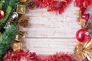 Fotos Feiertage Neujahr Kugeln Vorlage Grußkarte Ast Zapfen Glocke
