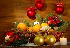 Fotos Feiertage Neujahr Orange Frucht Kerzen Kekse Schalenobst Weidenkorb Kugeln Ast Lebensmittel