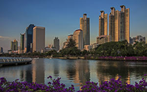 Sfondi desktop Bangkok Thailandia Grattacielo Fiume Serata Benjakiti park