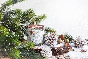 Hintergrundbilder Neujahr Feiertage Kerzen Weißer hintergrund Kugeln Zapfen Ast Fichten Schneeflocken