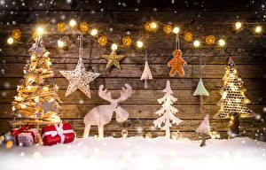 Hintergrundbilder Feiertage Neujahr Elch Schnee Tannenbaum Lichterkette Geschenke