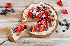Bilder Backware Obstkuchen Erdbeeren Heidelbeeren Stück das Essen