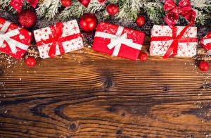 Hintergrundbilder Feiertage Neujahr Ast Kugeln Geschenke Schleife Vorlage Grußkarte Bretter