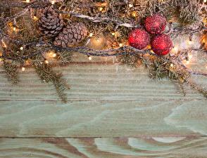 Fotos Feiertage Neujahr Ast Kugeln Zapfen Schnee Lichterkette Vorlage Grußkarte Bretter