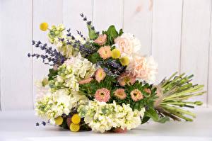 Bilder Blumensträuße Lavendel Levkojen Astern Blumen