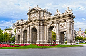 Pictures Spain Sculptures Madrid Lawn Arch Cities